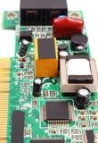 Placa de circuito impresso no fundo branco, tecnologia Foto de Stock