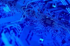 Placa de circuito no azul Fotografia de Stock