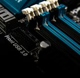 Placa de circuito Tecnologia de material informático eletrônica Microplaqueta digital do cartão-matriz Fundo moderno da tecnologi fotografia de stock royalty free
