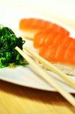 Placa de color salmón del sushi Imagen de archivo libre de regalías
