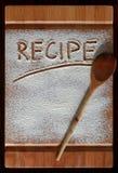 Placa de corte do vintage coberta com a farinha espaço para o texto do menu da receita no fundo de madeira velho imagens de stock royalty free