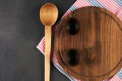 Placa de corte de madeira do cookware Imagem de Stock