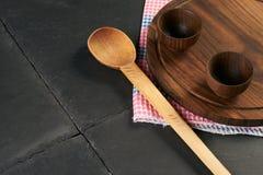 Placa de corte de madeira do cookware Fotos de Stock Royalty Free