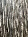 Placa de corte de madeira riscada do marrom escuro Textura de madeira imagem de stock
