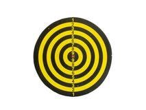 Placa de dardo amarela e preta usada clássico no branco com trajeto de grampeamento Foto de Stock