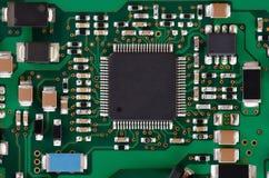 Placa de eletrônica com componentes foto de stock