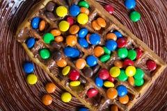 Placa de galletas belgas con el caramelo coloreado Foto de archivo libre de regalías