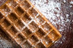 Placa de galletas belgas con el caramelo coloreado Fotos de archivo