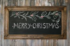 Placa de giz com mensagem do Feliz Natal Fotografia de Stock