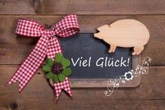 Placa de giz com mensagem do Feliz Natal no alemão - viel Glück Imagens de Stock Royalty Free