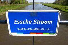 Placa de identificação colorida próxima do rio curto Essche Fotografia de Stock Royalty Free