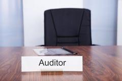 Placa de identificação com título do auditor Fotos de Stock