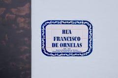A placa de identificação da rua em Angra faz Heroismo, ilha de Terceira, Açores Imagem de Stock