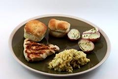 Placa de jantar com galinha grelhada Fotos de Stock Royalty Free