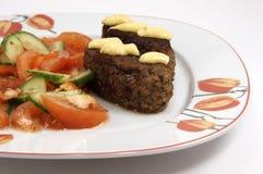 Placa de jantar com kebab e vegetais Fotos de Stock