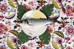 Placa de la flor de los pescados del monstera del limón Fotografía de archivo