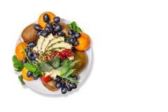 Placa de la fruta en la tabla Foto de archivo libre de regalías