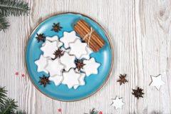 Placa de la Navidad con las tortas Imagen de archivo