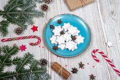 Placa de la Navidad con las tortas Foto de archivo libre de regalías
