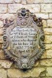 Placa de la pared en la abadía de Malmesbury, Wiltshire Foto de archivo libre de regalías