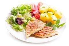Placa de la pechuga de pollo asada a la parrilla con las verduras Fotos de archivo