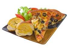 Placa de la pizza y de la ensalada supremas Fotos de archivo