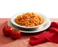 Placa de la salsa de las pastas y de tomate Imagen de archivo libre de regalías