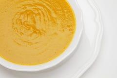 Placa de la sopa de la crema del guisante Fotografía de archivo libre de regalías