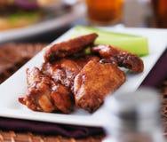 Placa de las alas de pollo del Bbq Foto de archivo libre de regalías
