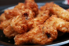 Placa de las alas de pollo frito Imagen de archivo