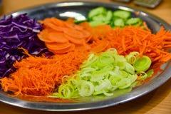 Placa de las verduras frescas imagenes de archivo