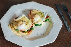 Placa de los huevos Benedicto fotos de archivo