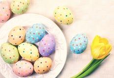 Placa de los huevos de Pascua imagenes de archivo