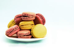 Placa de macaroons franceses Foto de Stock Royalty Free