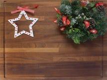 Placa de madeira com decorações do Natal Imagens de Stock