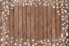 Placa de madeira com flocos da neve Imagens de Stock