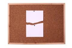 Placa de madeira com uma nota do papel em branco Fotografia de Stock Royalty Free