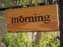 Placa de madeira do sinal da manhã Fotografia de Stock Royalty Free