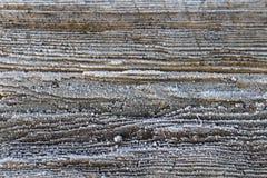 Placa de madeira velha rural com escarcha agradável no inverno, mola, outono fotografia de stock