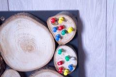 Placa de madera en una cerca de madera imagen de archivo libre de regalías