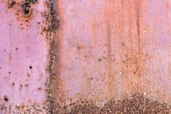 Placa de metal coberta com a corrosão e a pintura velha imagem de stock