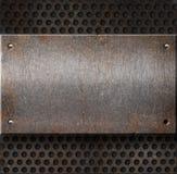 Placa de metal oxidada de Grunge sobre a grade Foto de Stock Royalty Free