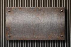 Placa de metal oxidada de Grunge sobre o fundo da grade foto de stock
