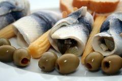 Placa de pescados con las aceitunas Imágenes de archivo libres de regalías