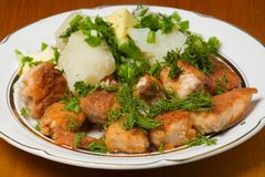 Placa de pescados y de la patata Foto de archivo