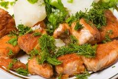 Placa de pescados y de la patata Imagen de archivo libre de regalías