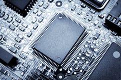 Placa de processador Foto macro Azul tonificado Fotos de Stock Royalty Free