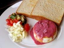 Placa de queso del camembert Imagenes de archivo