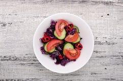 Placa de salada fresca fotografia de stock royalty free