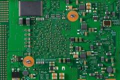Placa de sistema com microchip e transistor Fotografia de Stock Royalty Free